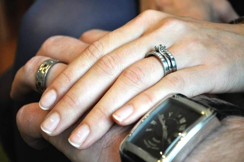 Nem is kérdés, hogy felesége különleges jegygyűrűjét maga készítette