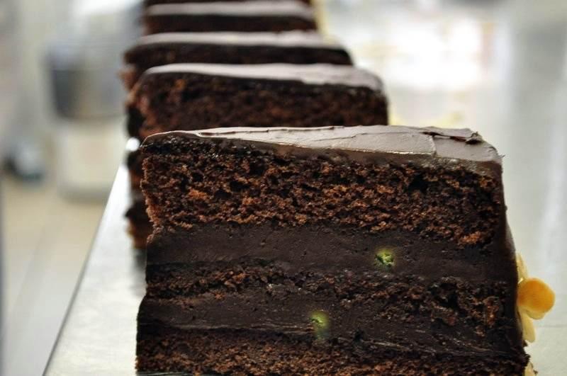 A Dunai Cukrászatban nagy hangsúlyt helyeznek arra, hogy az esküvői torták minőségi alapanyagokból készüljenek.