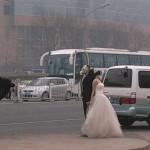 Esküvői fotó gázmaszkban Kínában