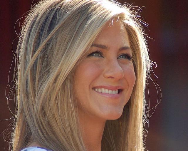 Jennifer Aniston óceán parton fog esküdni