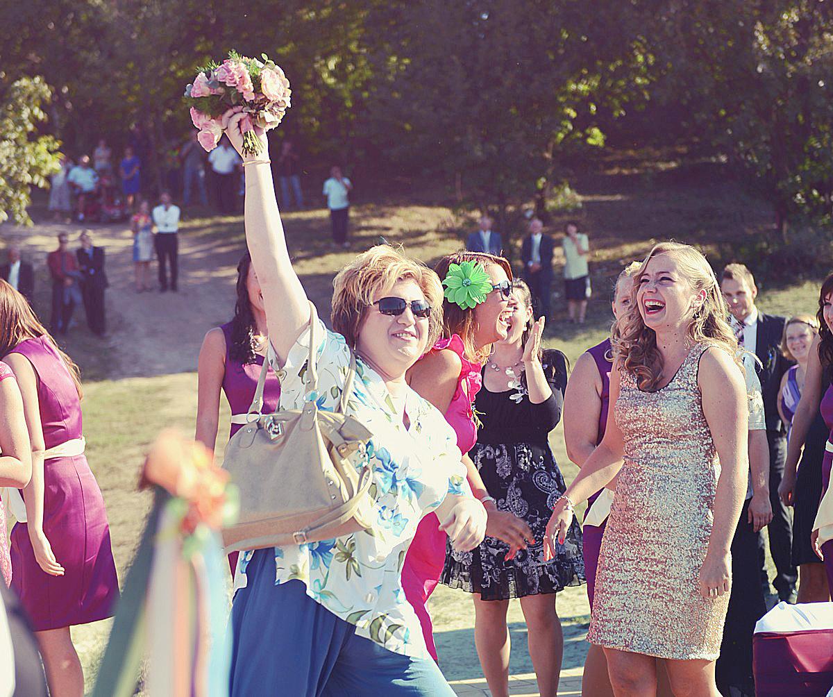 Menyasszonyi csokor dobás - Esküvő Vintage