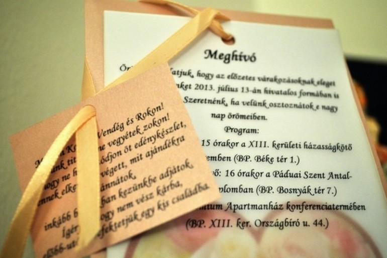 Hogyan küzd le az esküvői meghívó mizériát