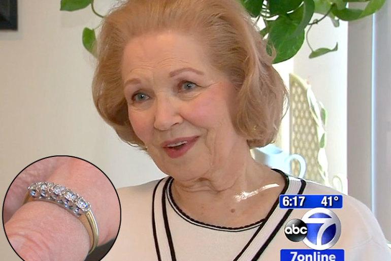 55 év után kapta vissza édesanyja rég elveszett jegygyűrűjét