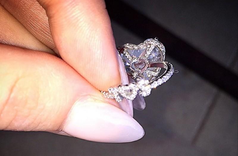 Néhány nappal később még többet láthattunk a gyűrűből. Fotó: instagram