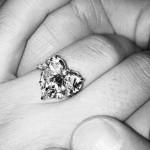 Lady Gaga eljegyzési gyűrűje. Fotó: Instagram