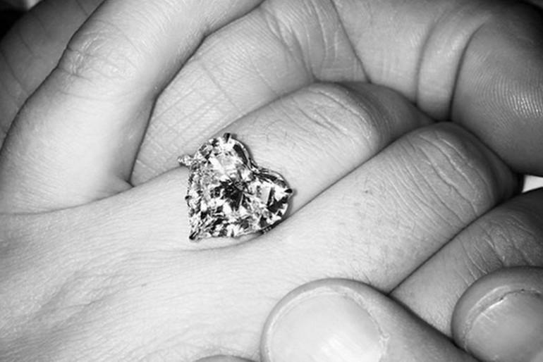 Mesébe illő eljegyzési gyűrűt kapott Lady Gaga