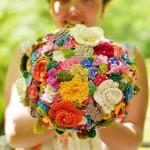 Menyasszonyi csokor horgolt virágokból.