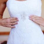 Az egyenes vonalú menyasszonyi ruha