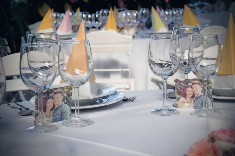 Esküvői pohárköszöntő – útmutató koszorúslányoknak és tanúknak