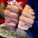 Karikagyűrű helyett tetovált ékszer?