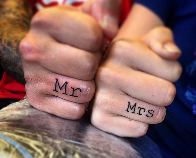 Karikagyűrű helyett tetoválást?