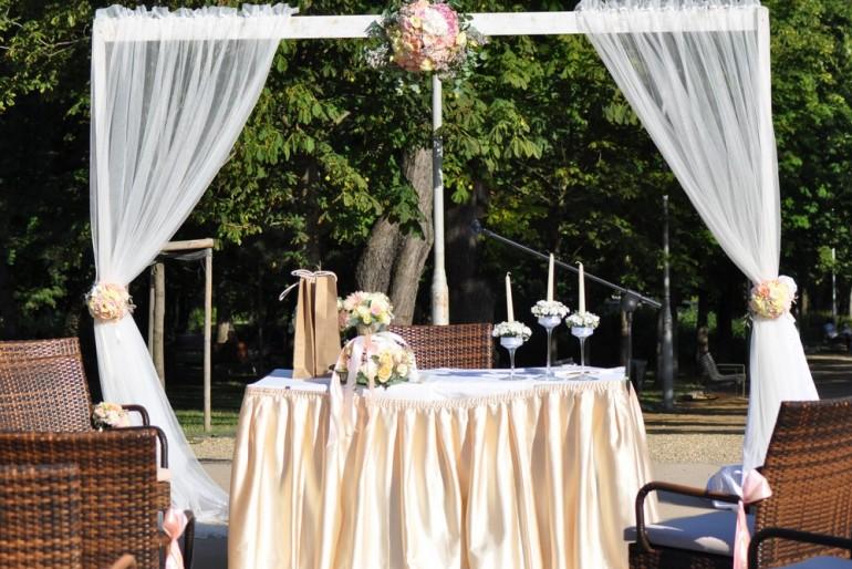 Esküvő a szabadban, csak természetesen